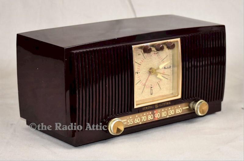 General Electric 572 Clock Radio (1955)
