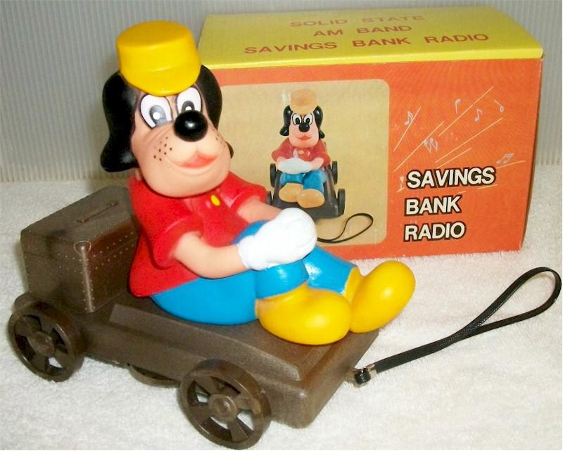 Dog On Wagon Bank Radio TM-7806