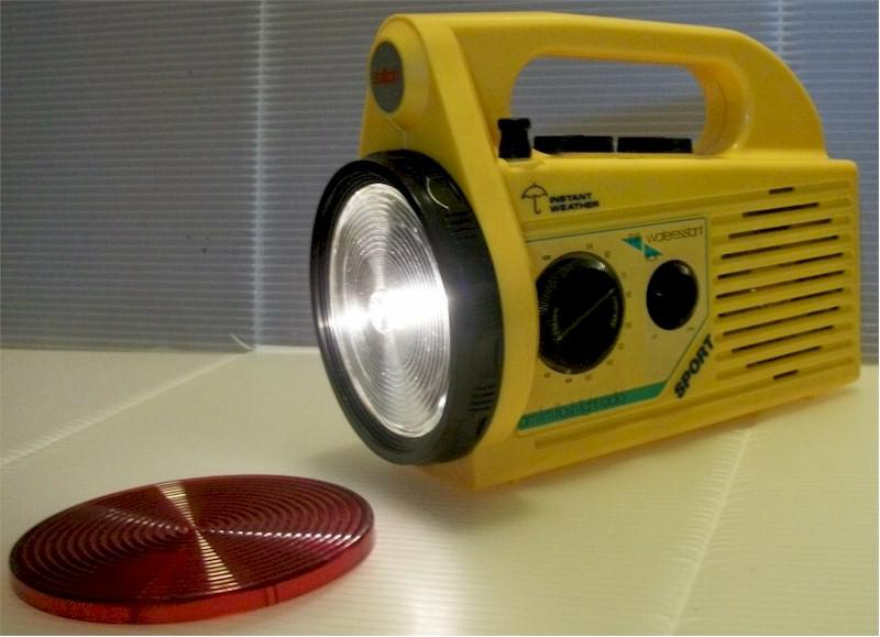 Salton AM/FM Flash Light Radio