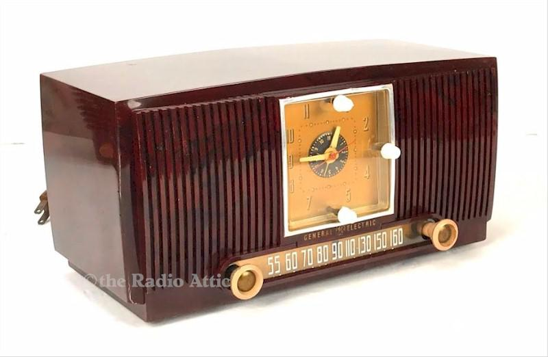General Electric 546 Clock Radio (1952)